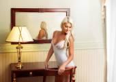 Woman in white lingerie near mirror — Stock fotografie