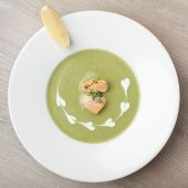 Green broccoli cream soup puree with filleted salmon  and  lemon — Stock Photo