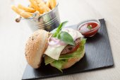 Wheat beef sandwich hamburger, fried potatoes, ketchup served fo — Stock Photo
