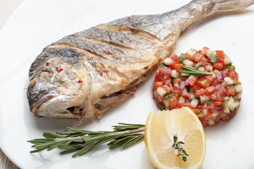 Plato de marisco mediterr nea gourmet pescado a la - Platos gourmet con pescado ...