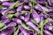 Fresh organic fairytale eggplant backgroun — ストック写真