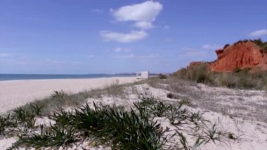 Algarve - Vilamoura Atlantic coast at Rocha Baixinha Beach. Seascape timelapse — Stock Video