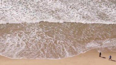 Dalgalar Falesia Atlantic coast Beach, Algarve. Portekiz — Stok video