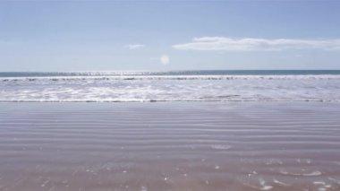 Waves in Atlantic coast of Falesia beach, Algarve. Portugal — Stockvideo