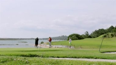 Golfers playing in Algarve famous golf destination, Portugal. — Stock Video