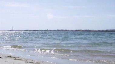Armona pobřežní pláže pohled, jeden z ostrovů přírodní park Ria Formosa mokřadů, Algarve. — Stock video