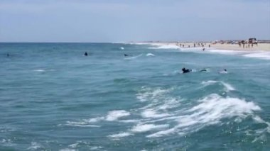 Ocean view and people surfing in Tavira Island, Algarve, Portugal. — Stock Video