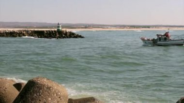 Ocean view of a inlet jetty small lighthouse in Tavira Island, Algarve. — Stock Video