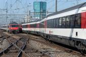 Trains at the Zurich main railway station — Stock Photo