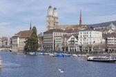 Zurique, vista sobre o rio limmat — Fotografia Stock