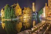 Nacht uitzicht op kanaal in brugge — Stockfoto