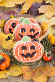 Halloween decor pumpkin cookies — Stock fotografie