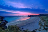 Colorful night landscape of famous Oldshoremore beach in Norther — Stock Photo