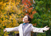 Attractive woman 50 years in the autumn park — Foto de Stock