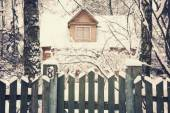 Fence of old wooden house, winter landscape — Stock Photo