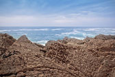 Beautiful seascape, rocks on the sea shore — Stock Photo