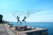 "Sculpture ""The Fishermen"" in Petrozavodsk — Stock Photo"