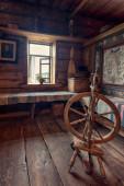 Interno della casa in legno tradizionale — Foto Stock