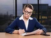 Businesswoman working in office, writing — Fotografia Stock