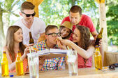 Happy friends in pub garden — Stock Photo