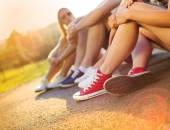 Boys and girls sitting on the sidewalk — Stock Photo