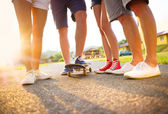 Sneakers of young people on skateboard — Stockfoto