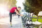 Female runner is jogging in the city — Stockfoto