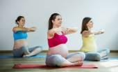 Pregnant women doing relaxation exercise — Stock Photo