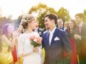 Newlyweds enjoying romantic moment togethe — Stock Photo
