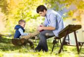 Little boy is tying his father's shoes — Stock Photo
