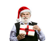 Old man in santa hat with Christmas gift — Stok fotoğraf