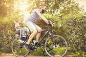Father with daughter on bicycle — ストック写真