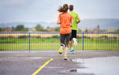 Couple running in rainy weather — Foto de Stock