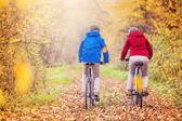 Active seniors riding on bikes — Stockfoto