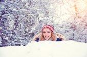 женщина, весело зимой — Стоковое фото