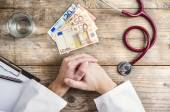 Doctor accepting a bribe — Stock Photo