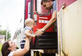 Rodina cestování ve vlaku — Stock fotografie