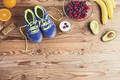 Buty do biegania na podłodze — Zdjęcie stockowe