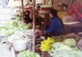 Women selling fresh vegetables — Stock Photo