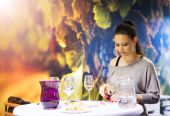 Beautiful woman in a wine bar — Stock Photo