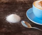 Cup of coffee and a heap of sugar — ストック写真