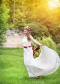Beautiful young bride — Stock Photo