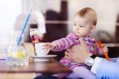 Father with his baby daughter in cafe — Stock Photo