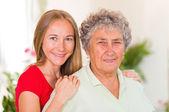 Una anciana y su hija — Foto de Stock