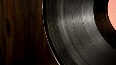 Various old vinyl records on the old wooden background — Stockvideo