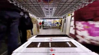 Shopping in hardware store. Buying ceramic tiles. Time lapse — Stock Video