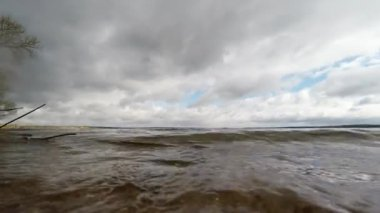 Waves on sandy beach. The beach on the shores of Lake — Stock Video