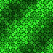 Seamless pattern with green clovers — Stock Vector