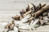 Cinnamon sticks, cardamom and the star anise on a wooden background — Stock Photo