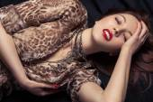 High fashion look. Glamor closeup portrait of beautiful sexy stylish woman model lying on black bed with bright makeup, with red lips, with perfect clean on bed — Stock Photo